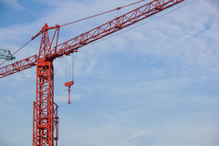 Башня крана на предпосылке неба на строительной площадке Стоковые Изображения