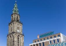 Башня Мартини и здание Vindicat в Groningen Стоковые Изображения RF