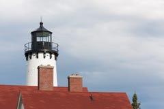 Башня маяка против бурных облаков Стоковое Фото