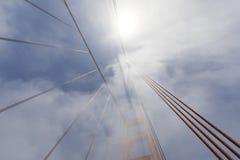 Башня моста золотого строба в тумане, Сан-Франциско Стоковое Изображение