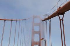 Башня моста золотого строба в тумане, Сан-Франциско Стоковые Фото