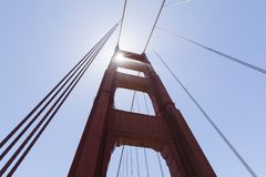 Башня моста золотого строба в тумане, Сан-Франциско Стоковое Фото