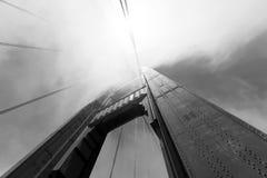 Башня моста золотого строба в тумане, Сан-Франциско Стоковая Фотография RF