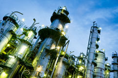 башня нефтехимического завода колонки Стоковое фото RF