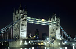 башня ночи моста Стоковая Фотография