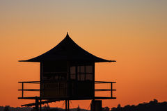 Башня патруля личной охраны на пляже на заходе солнца, Gold Coast Стоковое фото RF