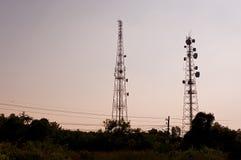 Башня 01 передачи микроволны силуэта Стоковое фото RF