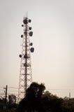 Башня 02 передачи микроволны силуэта Стоковое Изображение RF