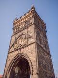 Башня порошка или строб порошка готическая башня в Праге, чехии стоковые изображения