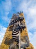 Башня после реконструкции с много туристов на верхней части, Vysocina замка Orlik nad Humpolcem, чехия Стоковое Изображение RF