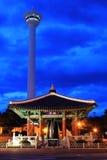 Башня Пусана на ноче стоковая фотография