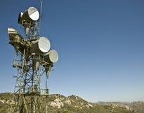 башня радиосвязей микроволны Стоковые Изображения RF