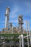 Башня рафинадного завода в промышленном предприятии Стоковые Изображения RF