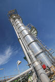 Башня рафинадного завода в промышленном предприятии Стоковая Фотография RF
