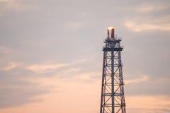 Башня рафинадного завода газовой горелки Стоковое Изображение RF