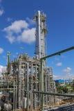 Башня рафинадного завода с голубым небом Стоковое Изображение RF