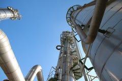 Башня рафинадного завода с голубым небом Стоковая Фотография RF