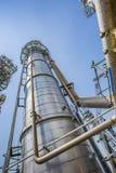 Башня рафинадного завода с голубым небом Стоковое фото RF