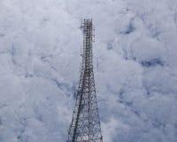 Башня радиосвязи с солнечним светом Стоковая Фотография