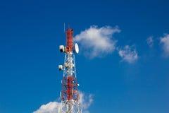 Башня связей с красивым голубым небом. Стоковое Изображение RF