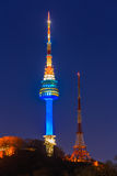 Башня Сеула на ноче в Сеуле, Южной Корее стоковые изображения
