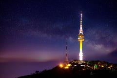 Башня Сеула с млечным путем на ноче Гора Namsan Стоковые Изображения