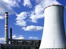 башня силы охлаждая завода угля Стоковые Изображения