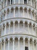 Башня склонности архитектуры Пизы детализирует около Duomo собора стоковые фото
