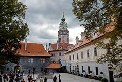 Башня средневекового замка Cesky Krumlov стоковая фотография rf