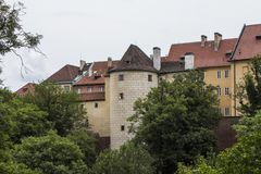 Башня старого замка Праги в историческом районе Праги взгляд городка республики cesky чехословакского krumlov средневековый стары Стоковые Изображения