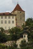 Башня старого замка Праги в историческом районе Праги взгляд городка республики cesky чехословакского krumlov средневековый стары Стоковые Фотографии RF