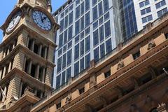 башня столба офиса часов Стоковая Фотография