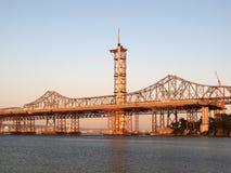 башня сумрака моста залива законченная половинная новая Стоковое Изображение