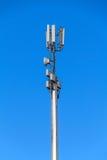 Башня с антеннами клетчатого сообщения Стоковые Изображения