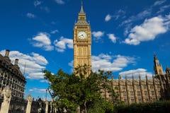 Башня с часами большого Бен в Лондоне, Великобритании стоковая фотография rf