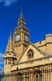 Башня с часами большого Бен в Лондоне, Великобритании стоковое фото
