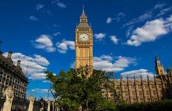 Башня с часами большого Бен в Лондоне, Великобритании стоковые фотографии rf