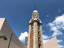 Башня с часами вдоль гавани Виктории в Kowloon, Гонконге Стоковое Изображение
