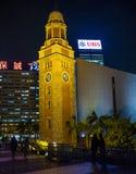 Башня с часами Гонконг на ноче стоковое фото rf