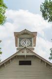 Башня с часами города Саппоро и голубое небо в лете Стоковые Изображения