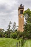 Башня с часами колокольни на государственном университете Айовы Стоковое Изображение
