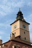 Башня с часами музея истории в Brasov, Трансильвании, Румынии Стоковые Фотографии RF