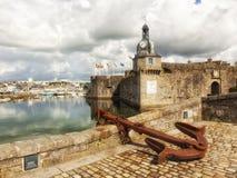Башня с часами огороженного городка на Concarneau, Франции Стоковое Изображение