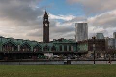 Башня с часами от парка Стоковое фото RF