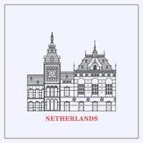 Башня с часами центральной станции Амстердама Горизонт зданий Амстердама Плоская линия комплект архитектуры Нидерландов Стоковые Фото