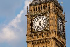 Башня с часами Bigben на дне Стоковое Изображение RF