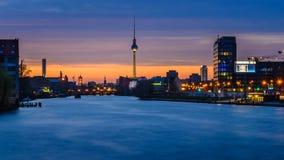 Башня ТВ в Берлине, Германии, на ноче Стоковая Фотография RF