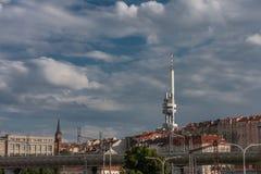 Башня телевидения Zizkov в Праге, чехии стоковое изображение rf