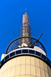 башня телекоммуникаций Стоковое Изображение