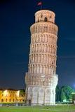 башня Тоскана pisa ночи Италии полагаясь Стоковые Изображения